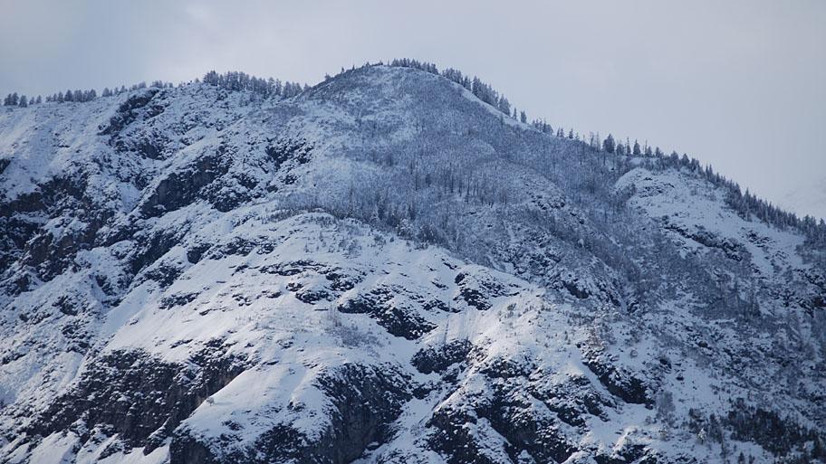 Schnee auf dem Berg - Ruhe nach dem (Feuer) Sturm